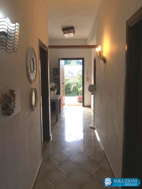 Soluzioni immobiliari palermo addaura appartinvilla uso for Appartamento arredato palermo